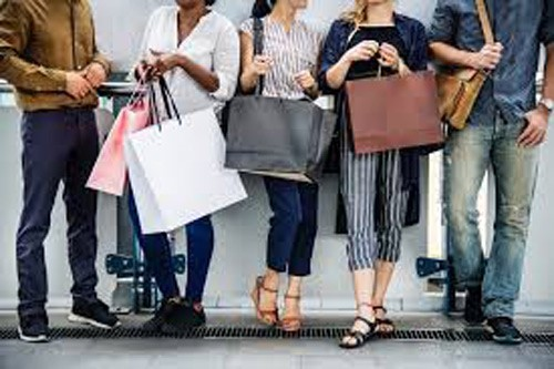 Men and Women shopping latest trends as blogger & influencer